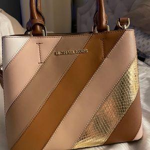 Michael Kor's crossbody purse
